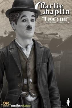 """Statua in resina di Charlie Chaplin dal film """"Vita da Cani"""""""