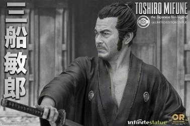 Statua del grande Toshiro Mifune in azione