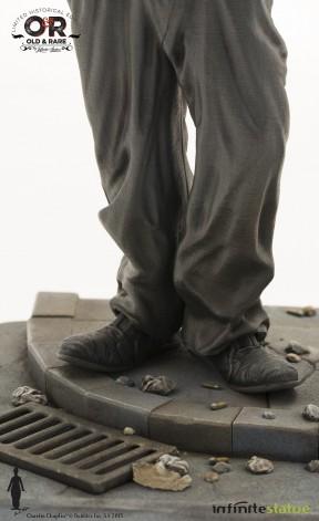 Statua del personaggio del Vagabondo di Charlie Chaplin - 11