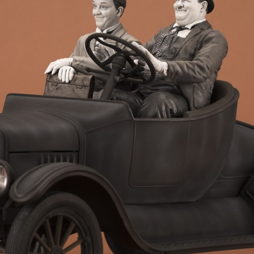 Laurel & Hardy on Ford Model T1:12 scale resin statue - 1