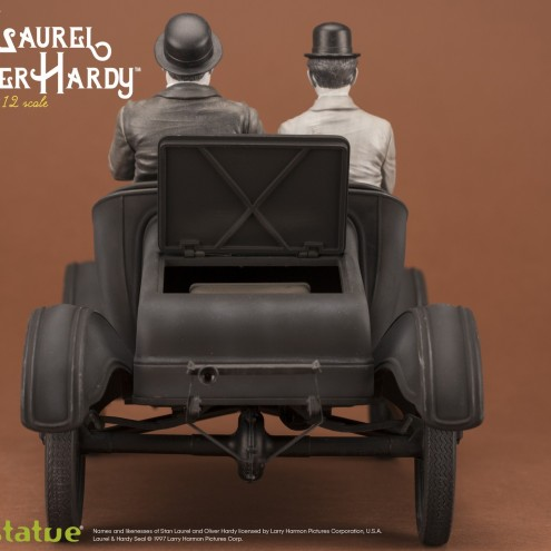 Laurel & Hardy on Ford Model T 1:12 scale resin statue - 8