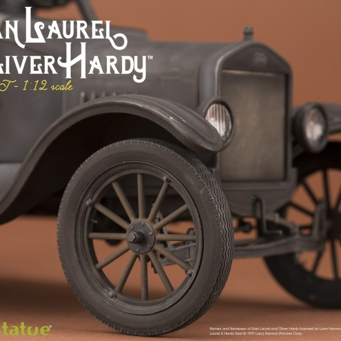 Laurel & Hardy on Ford Model T 1:12 scale resin statue - 14