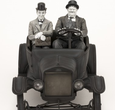 Laurel & Hardy on Ford Model T 1:12 scale resin statue - 20