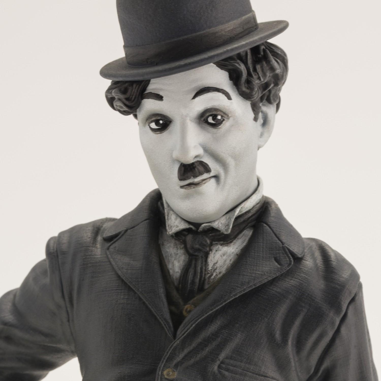 Statua del personaggio del Vagabondo di Charlie Chaplin - 12