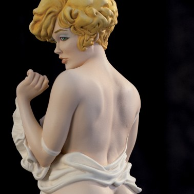 The statue of Mona Street a richly-detailed model - 6
