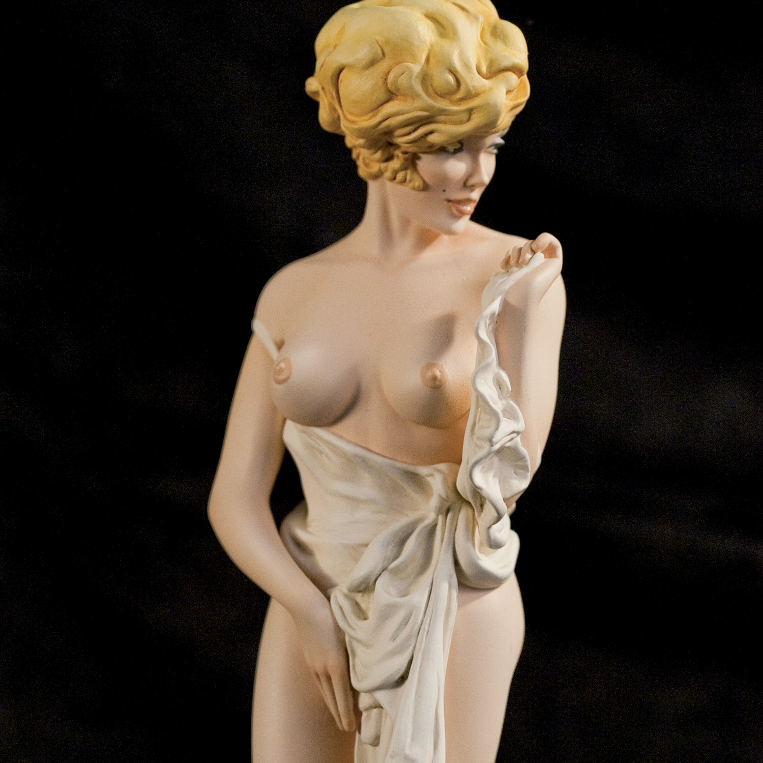 The statue of Mona Street a richly-detailed model - 7