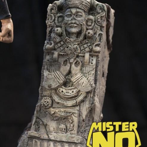 A unique statue without antecedents of Mister No - 11