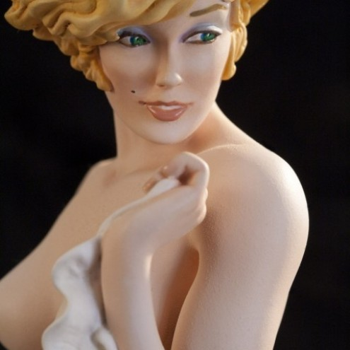 The statue of Mona Street a richly-detailed model - 1